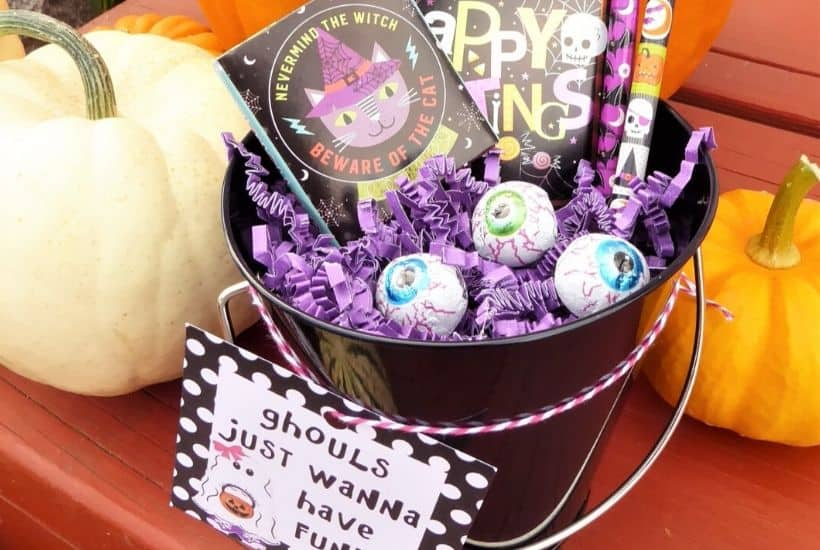 Halloween Gift Bucket for Girls Feature