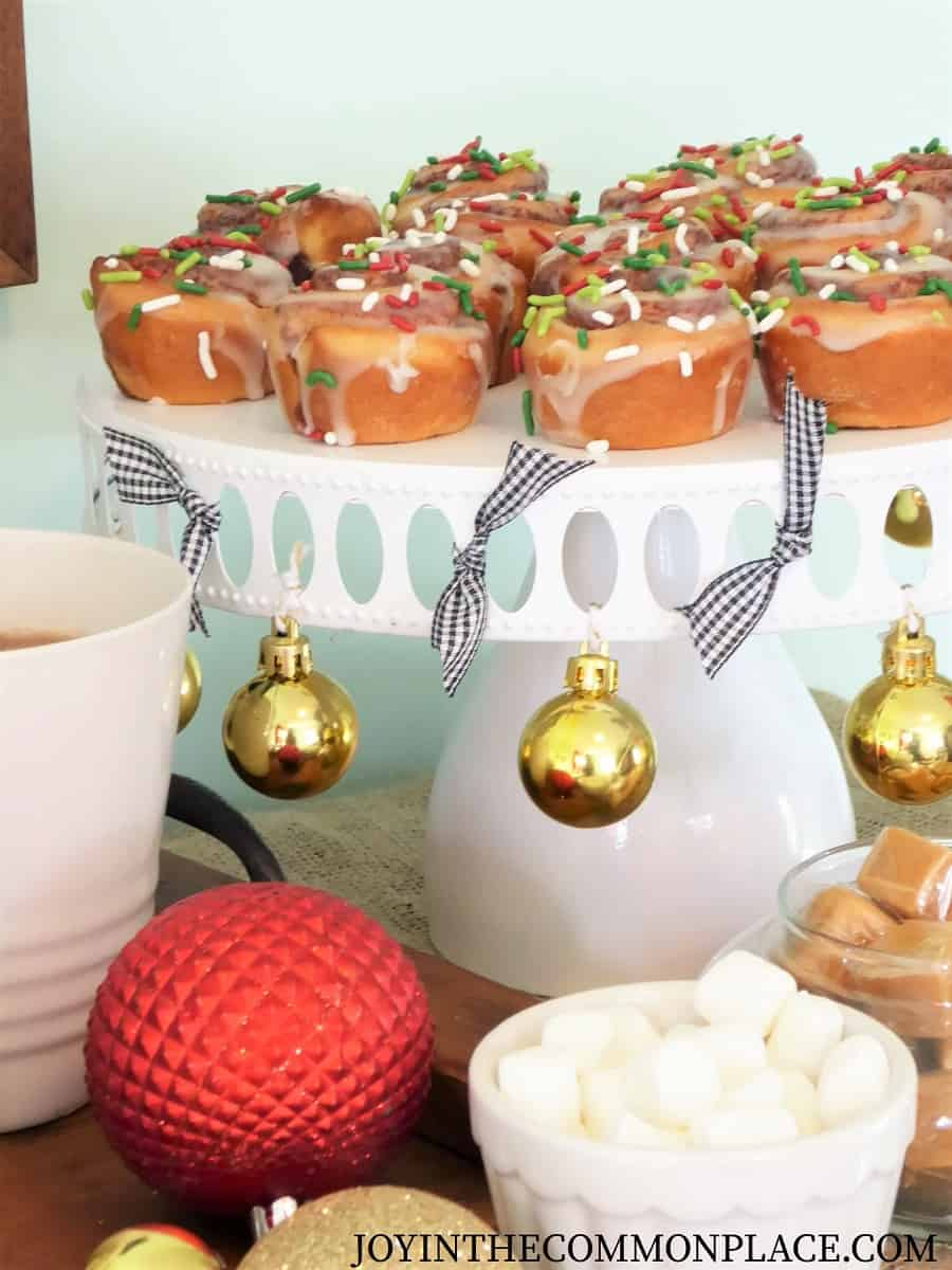 DIY Christmas Hot Cocoa Bar