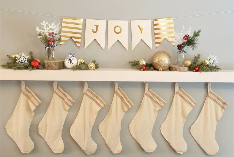 DIY Christmas Shelf Decorations Feature