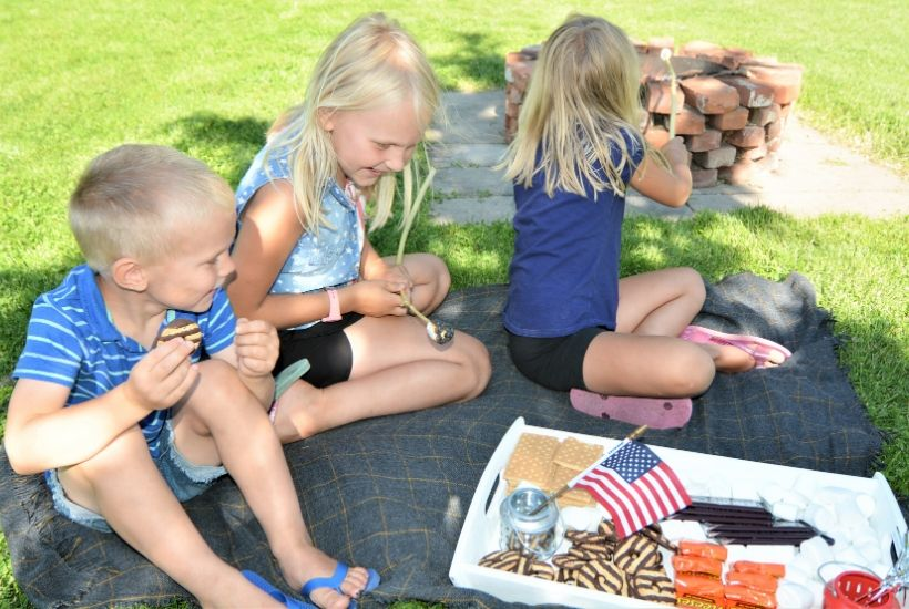 DIY Patriotic S'mores Tray